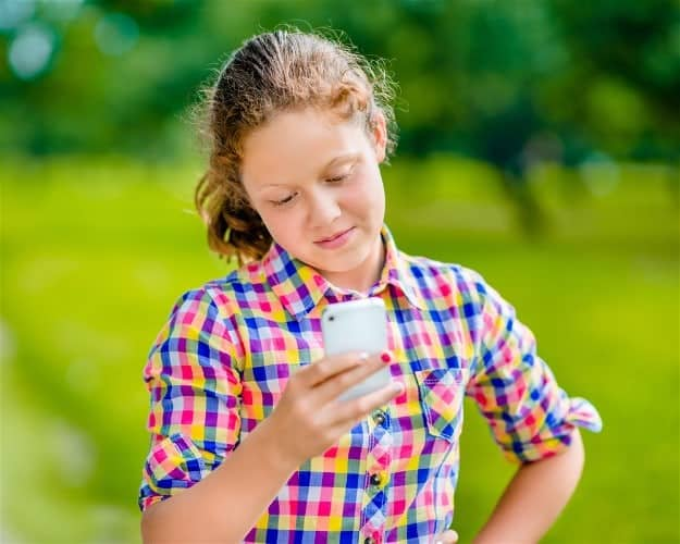 Teen | 7 Social Media Apps Not Advisable to Teens | social media apps for apple watch