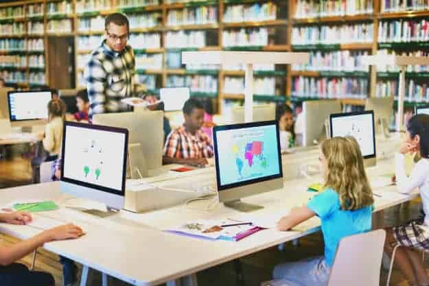 Technology allows teachers and students to track performance openly | 7 Ways On How Technology Benefits Education