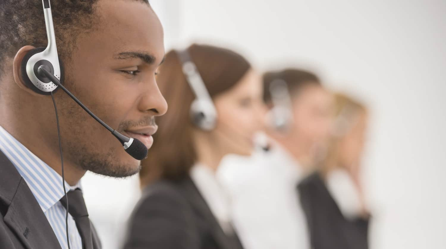 line phone operators with headsets | Verizon Technical Support: Contact Information Cheatsheet | Verizon Technical Support | Verizon Wireless | Featured