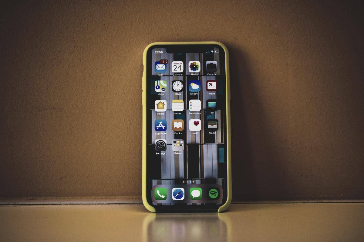 iPhone X with yellow case | How To Delete iPhone Apps That You Don't Need Anymore | how to delete iphone apps | how to delete apps on iphone permanently
