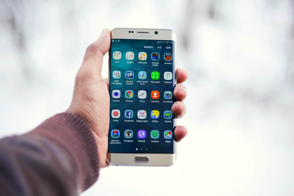 man holding an android phone | How To Uninstall Android Apps