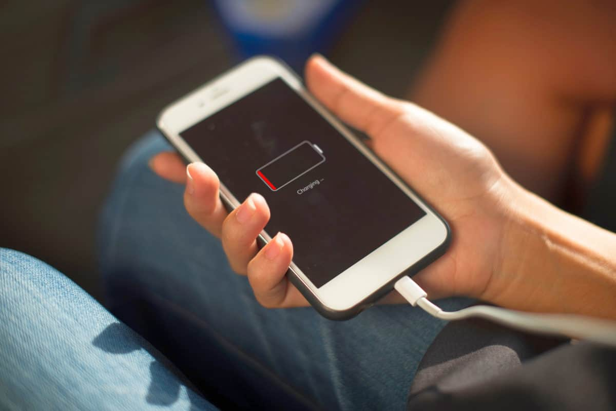 Battery charging | Indicators of Decreased Battery Performance | iPhone Battery Replacement Guide: When To Replace It And When To Buy New