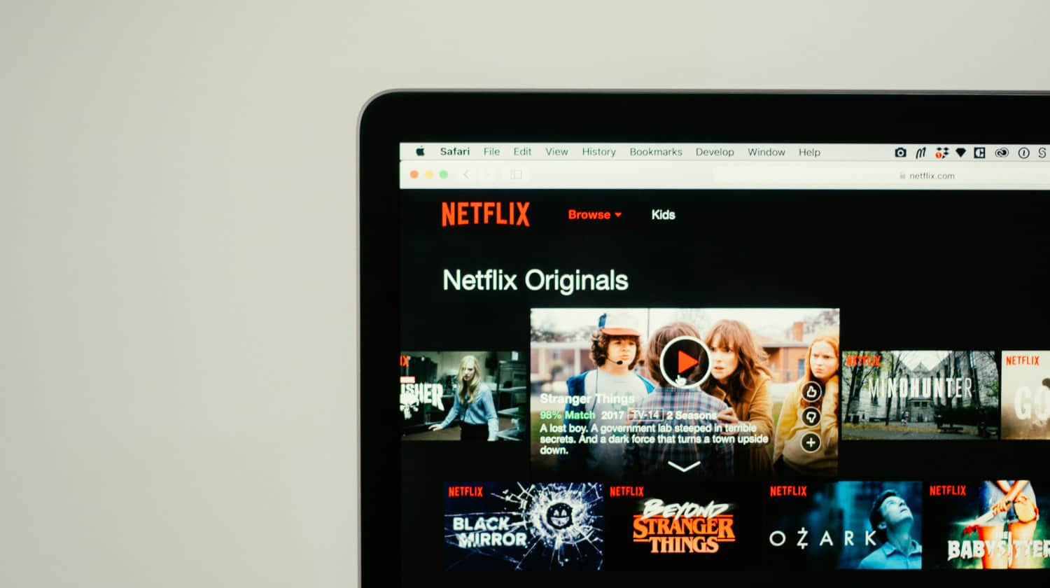 FEATURED | Browsing Netflix | Netflix Downloads Are Here - And I Love Them | streaming service | episodes | downloading