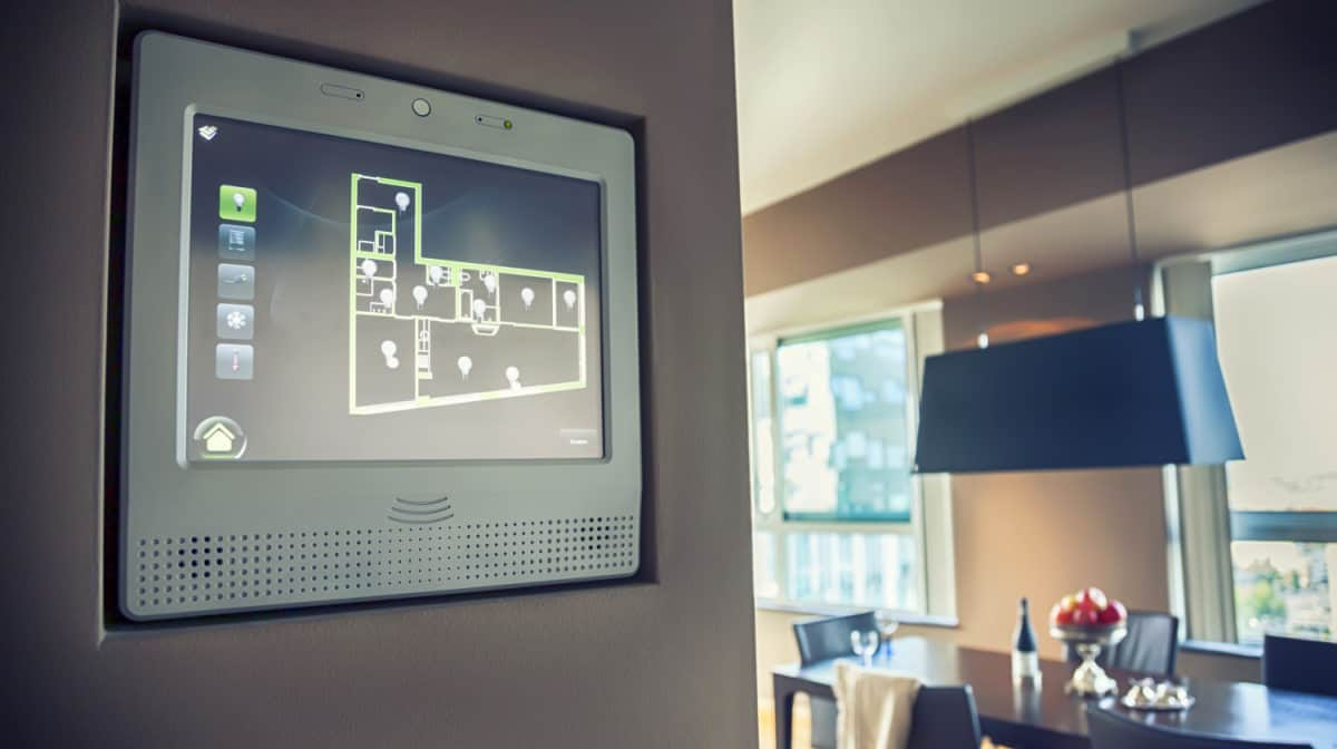 Display home computer panel managing light | The Ultimate Smart Home Systems Buying Guide