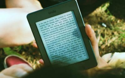Feature | person reading kindle outdoor | Bestselling Amazon Kindle Books Of 2018