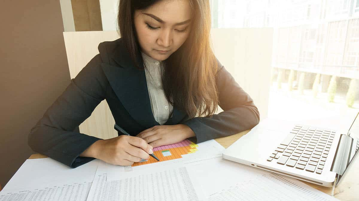 Woman working on data | Microsoft Excel Formulas You Must Know | Best of 2018 on Noobie