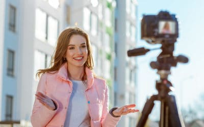 Female blogger recording video outdoors | Best Vlogging Cameras On Amazon | cheap vlogging camera | flip screen | Featured
