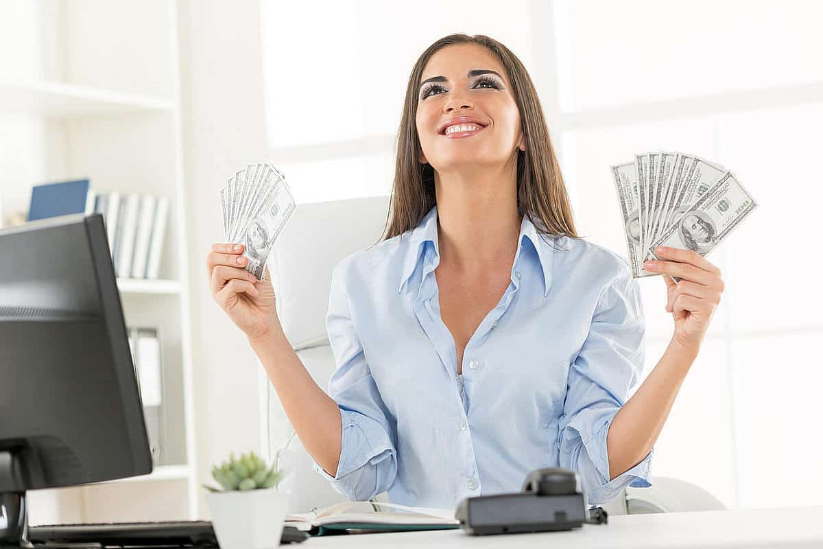 Woman is happy with the money she gained online | There's An App For That | Phone Apps For Anything and Everything