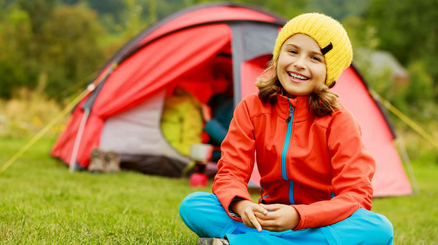 Featured | Camp in the tent - family on the camping | Best Kid's Camping Gear on Amazon (A Great Invest For Summer!)