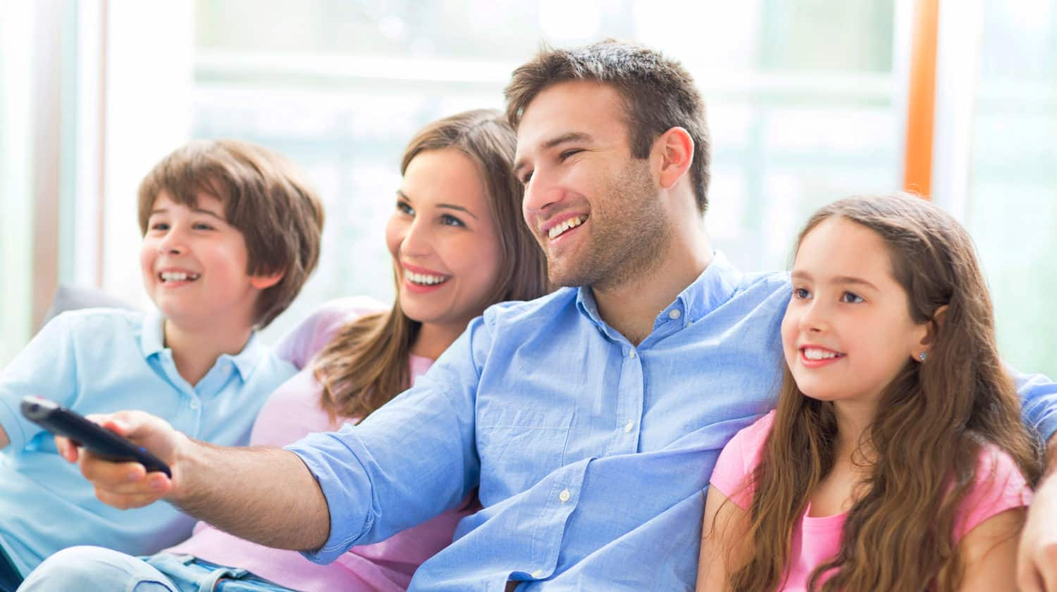 Featured | Family watching TV | Best Summer Movies To Watch On Amazon Prime