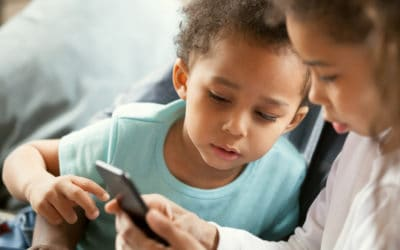 Interested African American children using smartphone together | Best Phones For Kids | emergency cell phones for kids | Featured